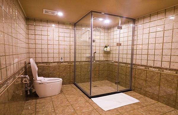 酒店卫生间