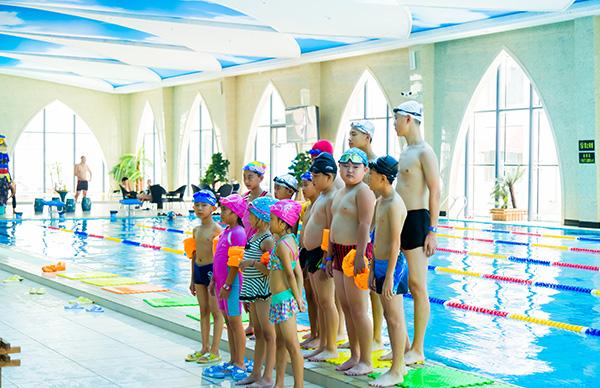 烟台游泳馆-孩子多大可以开始学游泳